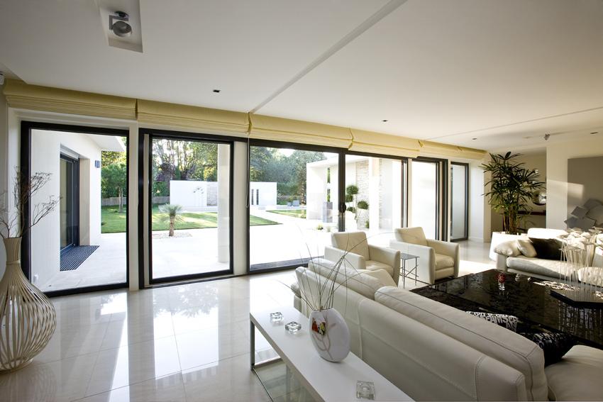 Une baie vitr e dans ma maison blog serplaste for Maison classique curitiba venda