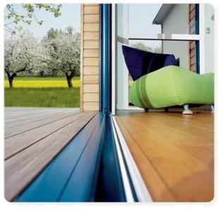 Une porte coulissante en aluminium pour une plus belle for Installer une baie coulissante
